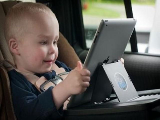 危害下一代!儿童玩手机时长6年间增长10倍