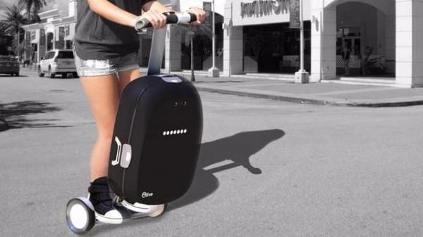 可以骑的智能旅行箱 还能当平衡车使用