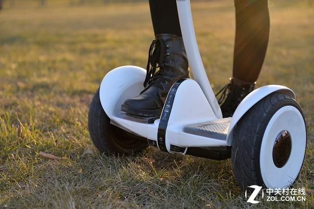骑小米平衡车摔伤?网友:快出智能轮椅!