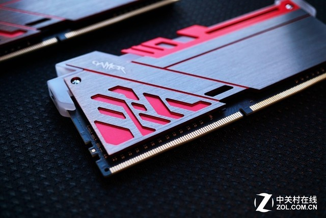 影驰GAMER Ⅲ 极光RGB DDR4-3000 8G*2促