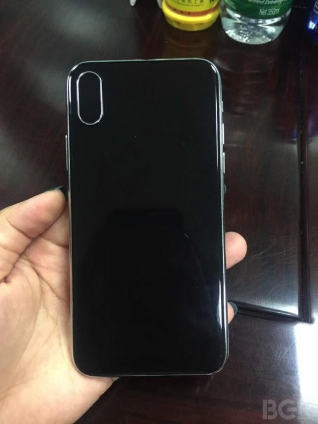 iPhone 8清晰真机谍照:全面屏+隐藏指纹