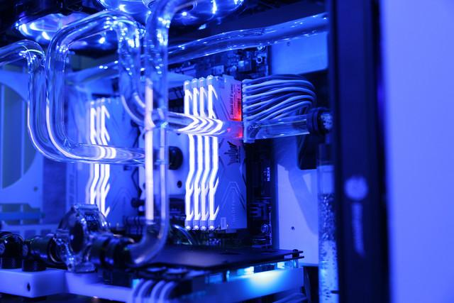 高频更高速 影驰HOF DDR4-3000 16G促