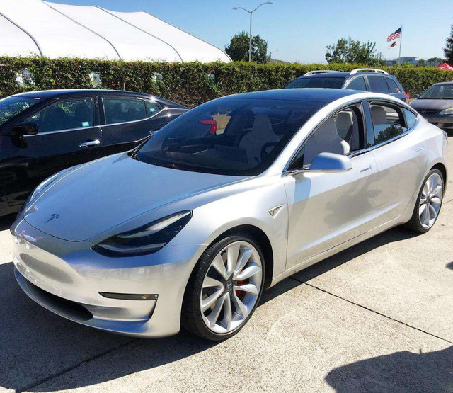 发布在即 特斯拉Model 3银色款曝光