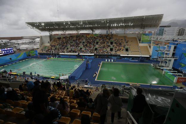 里约奥运的绿色泳池到底是怎么回事