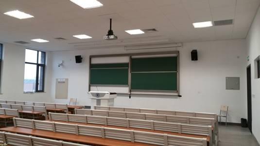 松下投影機走進天津大學多媒體教室