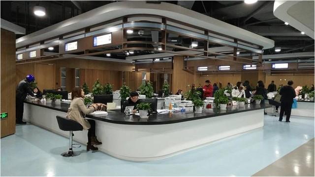 TCL条形屏系统入驻上海静安区行政服务中心