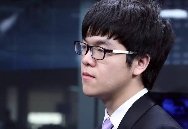 少年柯洁智斗AlphaGo 分析师:慢棋可破