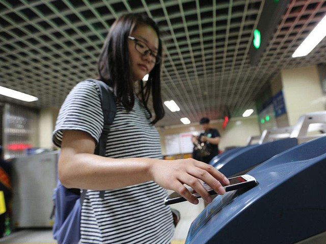北京地铁试点刷手机乘车 没iPhone啥事