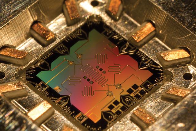 百年的超越:量子物理学与量子计算机