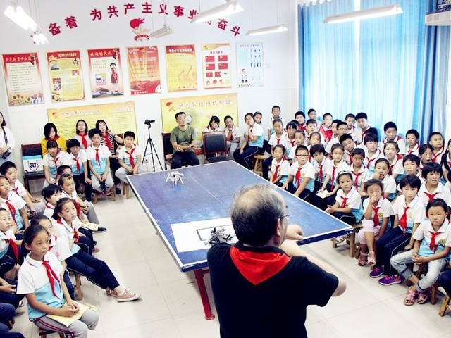 能力风暴捐赠教育机器人,点燃农村学子梦想