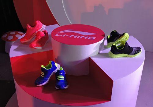 QQ儿童智能鞋:防止走失 半年不用充电