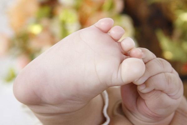 宝宝手脚发凉是怎么回事