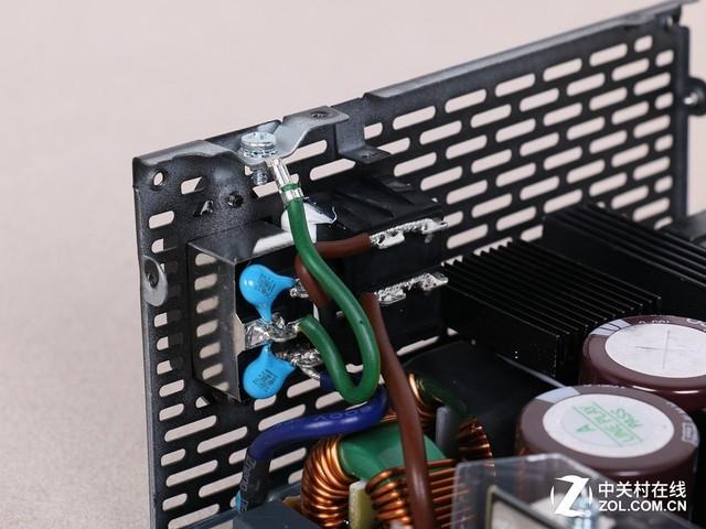 电源的emi电路齐备,一级emi在输入端,二级emi则布局在电路板上