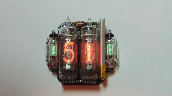 霓虹灯的辉光管 却被他做成了手表