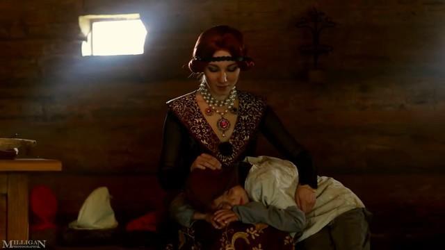 """俄美女COS巫师3:狂猎""""血与酒""""吸血鬼"""