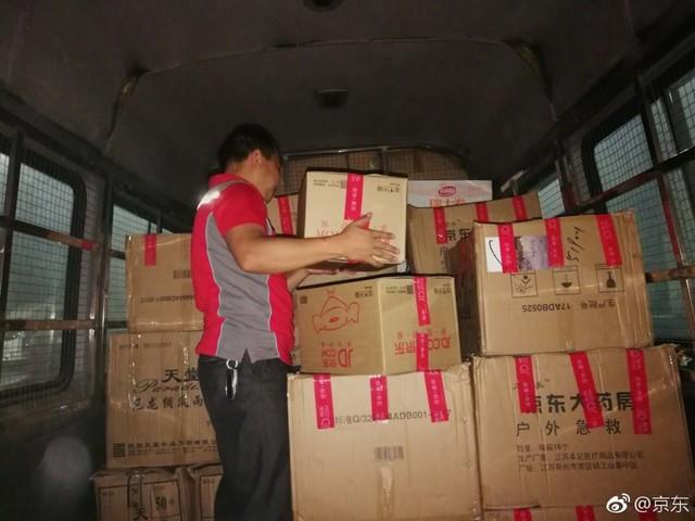 救援在行动 京东驰援四川九寨沟地震灾区