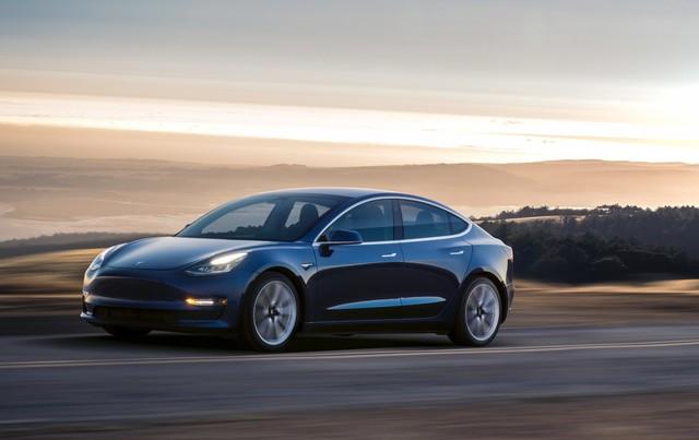 想开上Tesla Model 3?明年再说吧!