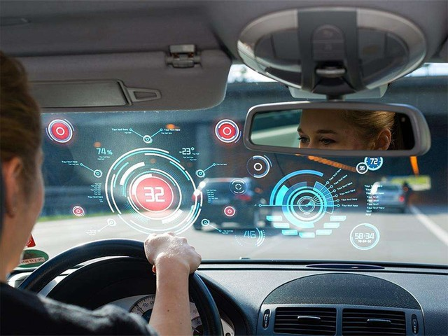 前瞻技术,英国自动驾驶,智能网联汽车网络安全,自动驾驶汽车保险,英国交通部部长Martin Callanan在发言中表示:当我们将汽车变成WiFi连接热点,或者植入上百万甚至上千万行代码,将汽车变成完全自动驾驶的汽车,确保汽车不受网络攻击至关重要。 全新的指导方针包括使汽车的网络安全系统能够防御恶意、无效的数据和指令,使用者可以删除汽车系统上保存的个人数据。 英国政府指出,在汽车的整个生命周期内,制造商必须制定方案,为汽车安全提供维护和支持,在产品安全方面个人承担的责任应该限制在最低水平。 除了网络安