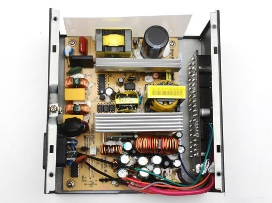 主动pfc,2 1级emi滤波器设计:   长城g5的额定功率是550w,电源采用