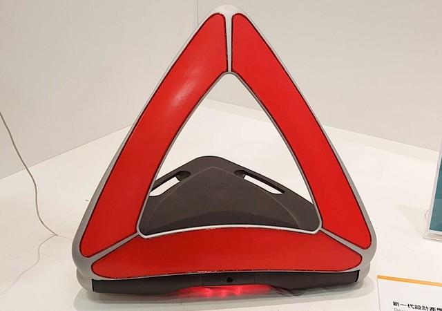 A-WT智能车用警示牌:规避车辆追撞危险