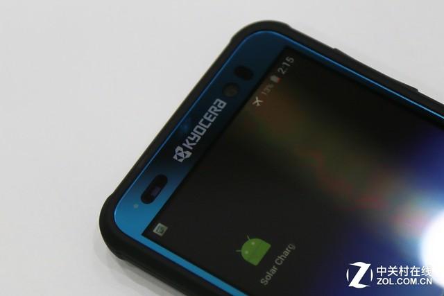 京瓷太阳能手机 原来人造强光也能充电