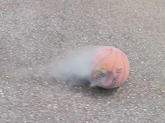 科技改变生活系列 液氮泡过篮球后竟然