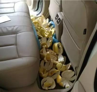 惊了!它居然成了车内的定时炸弹!