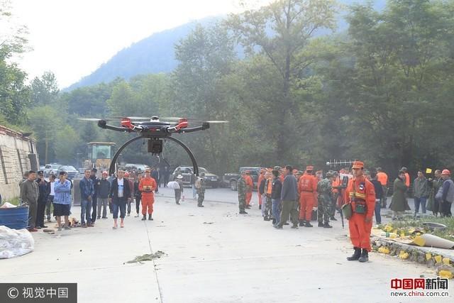 地震救援分秒必争:用无人机侦查道路垮塌