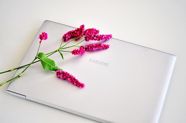 4999购神舟优雅XS升级本 比苹果还薄1mm