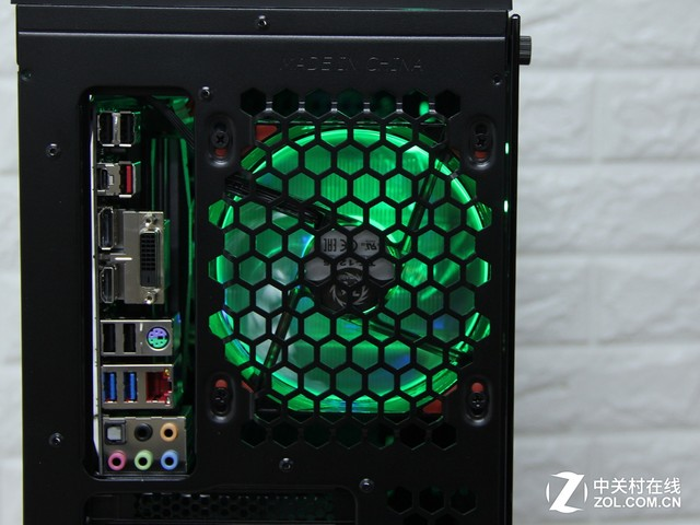 打造炫酷RGB光污染平台 这个机箱不能少