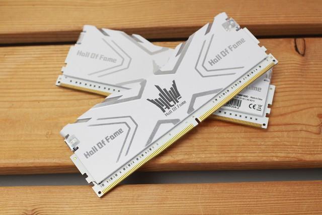 影驰HOF DDR4-3000 8Gx2内存热售999元