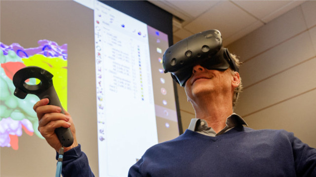 比尔·盖茨想消除艾滋病 靠VR头盔来完成
