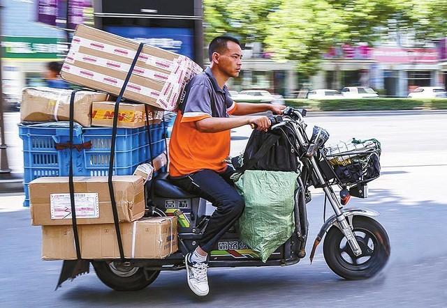 """北京出台快递价格""""12不准"""" 是该管管了"""