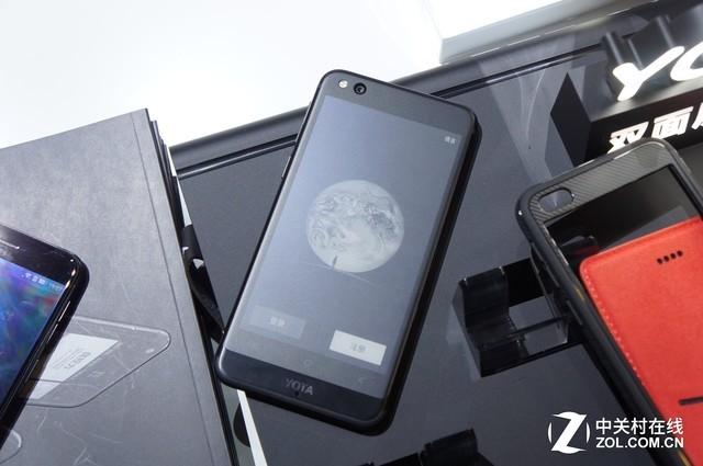 YOTA3手机上手:背面墨水屏可玩微信