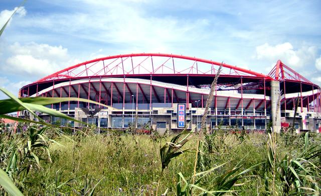 担心无人机空袭 欧冠决赛球场屋顶关闭