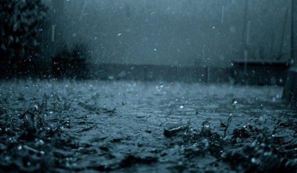 滂沱大雨也浇灭不了一颗想玩的心