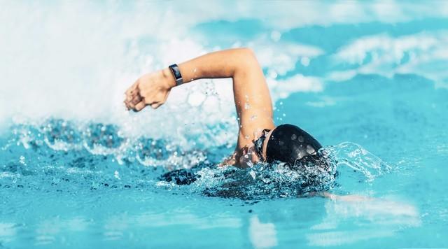 华米科技发布AMAZFIT米动手环:彩色IPS触控大屏,50米防水