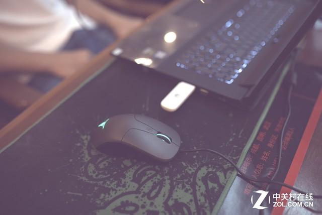 塔兰特游戏鼠标亮相Z-Girl LOL挑战赛