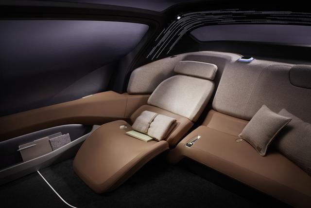 上海亮相 蔚来EVE纯电动概念车