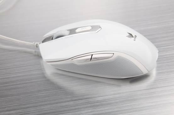 洁白如雪 雷柏V210游戏鼠标白色镜面版图赏