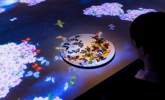神秘的投影互动餐厅 每天仅接待8位客人