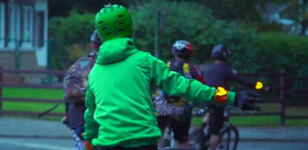 保障骑行安全 Opgeleds安全提示手镯