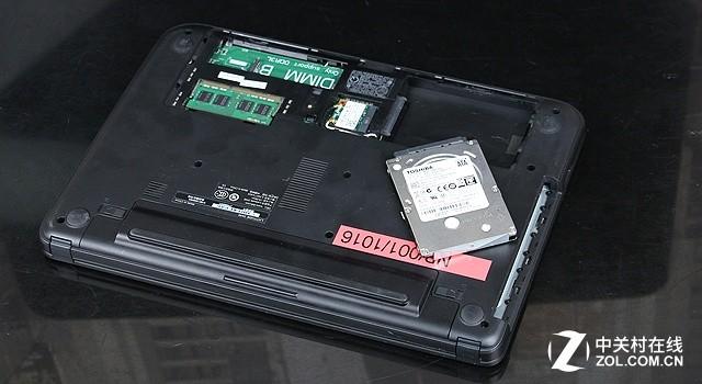 用户将老款笔记本电脑的硬盘拆卸