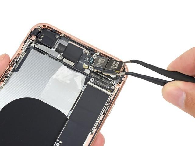 拆开看才知道 iPhone8P摄像头偷工减料