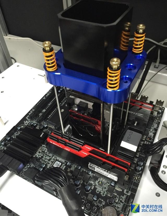 生怼TITAN X GTX 1080 Ti狂超至2.5GHz