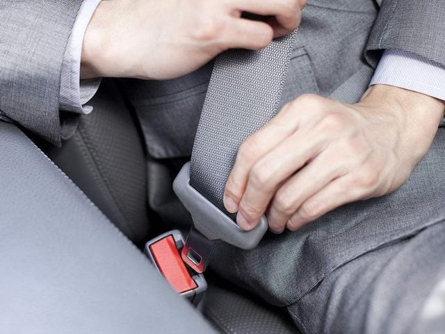 系好安全带 才会全面提高座椅安全系数