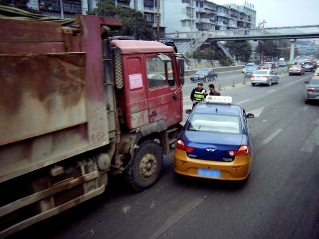 开车在保证安全的前提下,请让速也让路