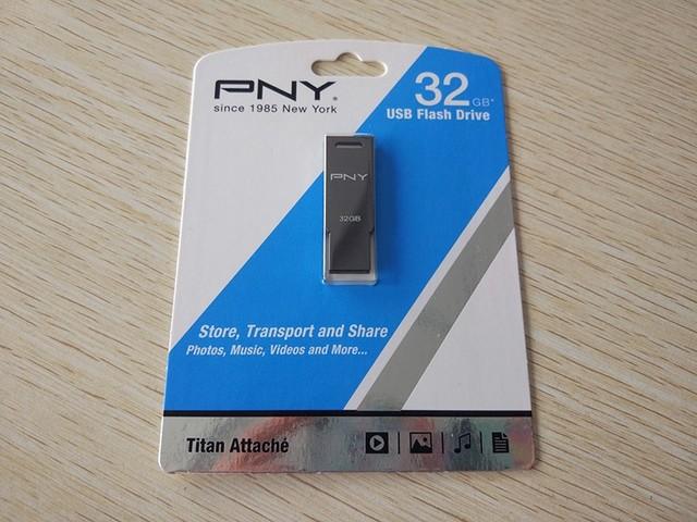 从外至内的安全 PNY Titan Attaché盘