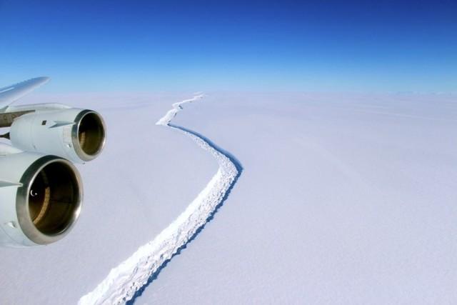 可怕 南极洲Larsen C冰架裂缝继续加剧