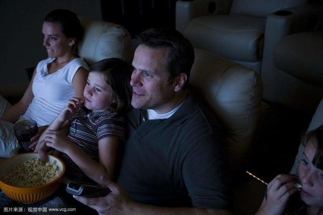 在家也能看大屏电影?大屏显示器不比巨幕差